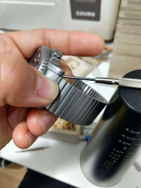 Shoulderless pin installation